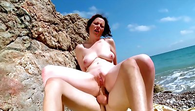 Vacant mature fucked non-working during a beach trip