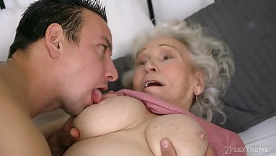 Superannuated ugly GILF Norma B fucked by urchin - cumshot