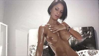 Downcast nympho with bob curtail oils and plays with her boobies