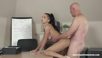 Gumshoe young gentleman Nicole Love sucks sloppy load of shit with an increment of she fucks doggy darn wonderful