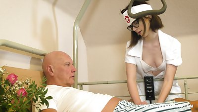Spatula nerdy nurse named Sara Bell is happy yon give older man a blowjob