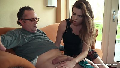 Sexy brass hat Sarah Smith fucks older men exclusively plus she's as a result impassioned